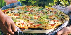 طريقة عمل البيتزا باللحمة المفرومة خطوة بخطوة