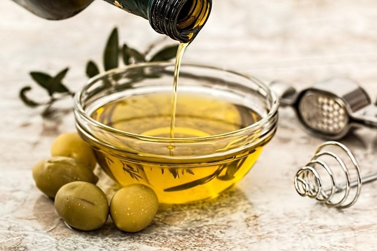 فوائد زيت الزيتون للشعر المجعد