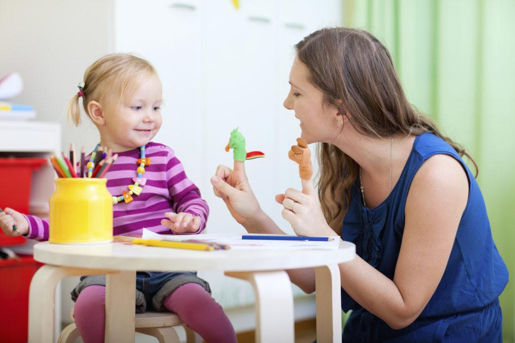 كيفية التعامل مع الطفل العنيد بشكل صحيح